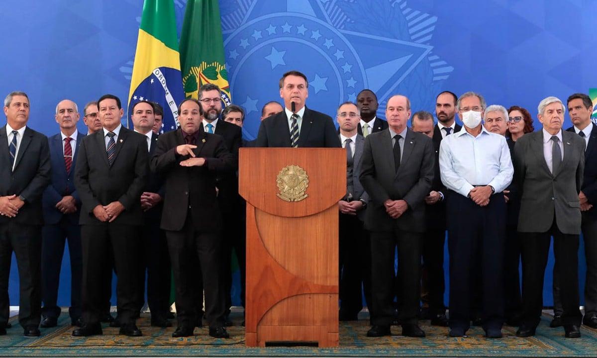 Ministros ao lado de Jair Bolsonaro durante pronunciamento feito por ele por ocasião da saída de Sergio Moro - Foto: Carolina Antunes/PR