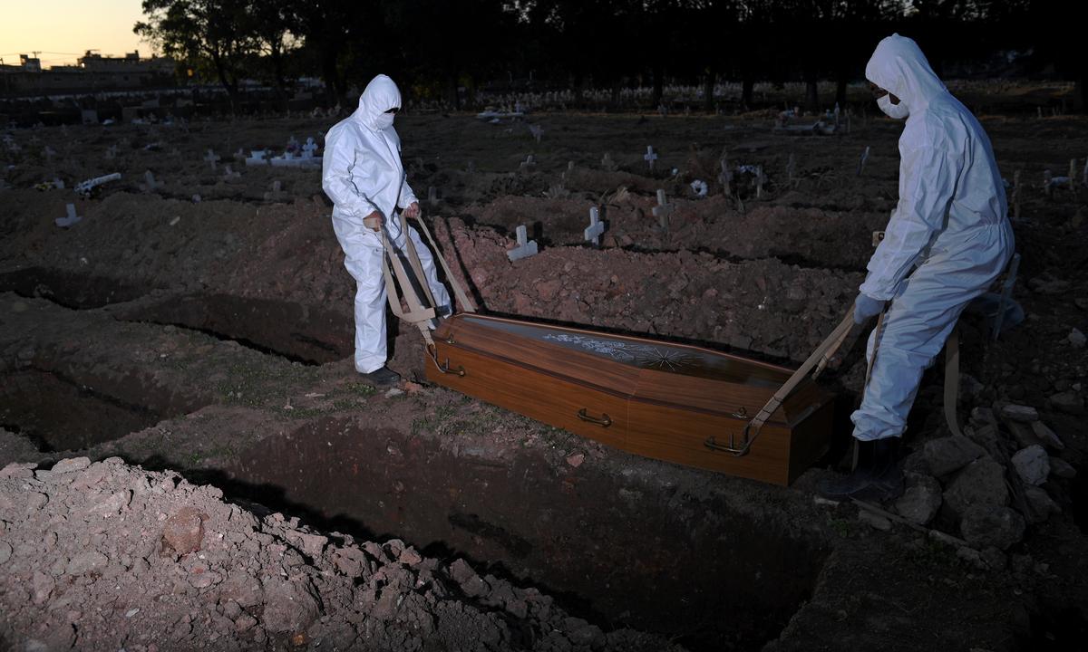 Cemitério São Francisco Xavier, no Rio de Janeiro. Foto: CARL DE SOUZA/AFP