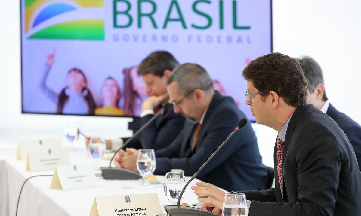 """O ministro do Meio Ambiente, Ricardo Salles, sugeriu aproveitar """"tranquilidade"""" na pandemia para """"ir passando a boiada"""". Foto: Marcos Corrêa/PR"""