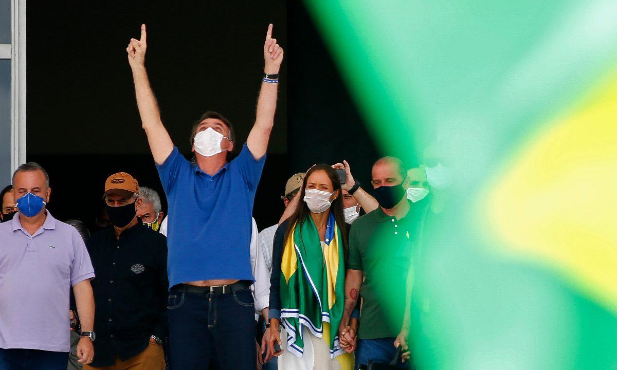 Presidente Jair Bolsonaro em manifestação contra o isolamento social. Foto: AFP