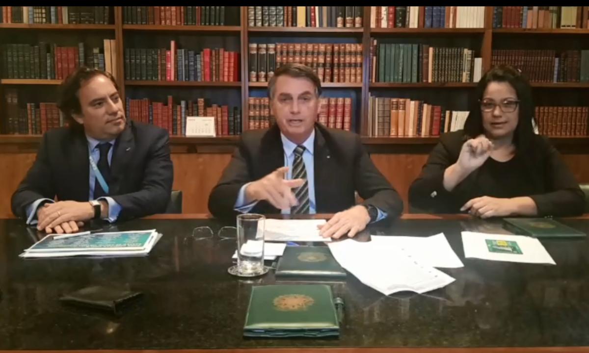 """Bolsonaro pede que Celso de Mello tenha """"sensibilidade"""" e não divulgue vídeo completo de reunião"""