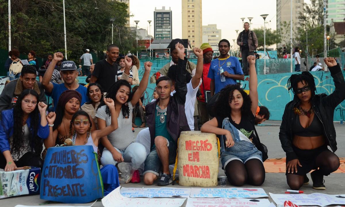 Concentração de ato organizado pela Marcha das Mulheres Negras contra o racismo, o machismo, o genocídio e a lesbofobia, em São Paulo, 2016. Foto: Rovena Rosa/Agência Brasil