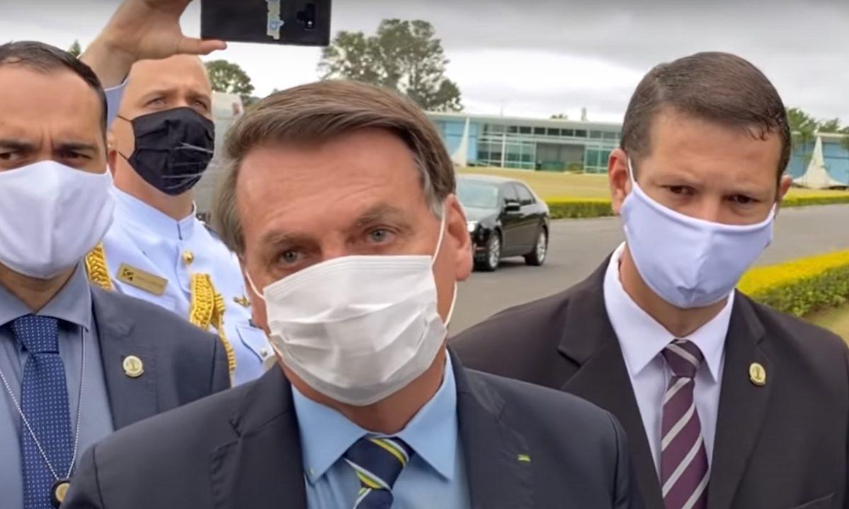 Presidente Jair Bolsonaro na saída do Palácio da Alvorada. Foto: reprodução.