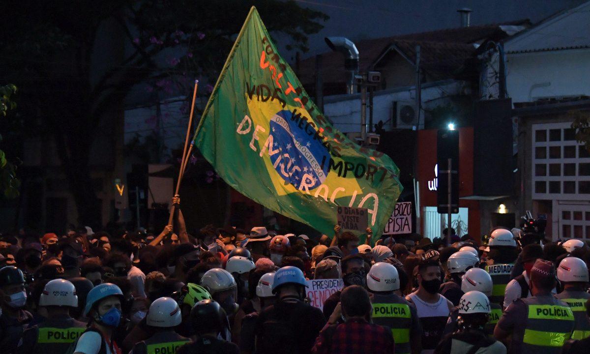 Manifestação pela democracia em São Paulo. Foto: AFP