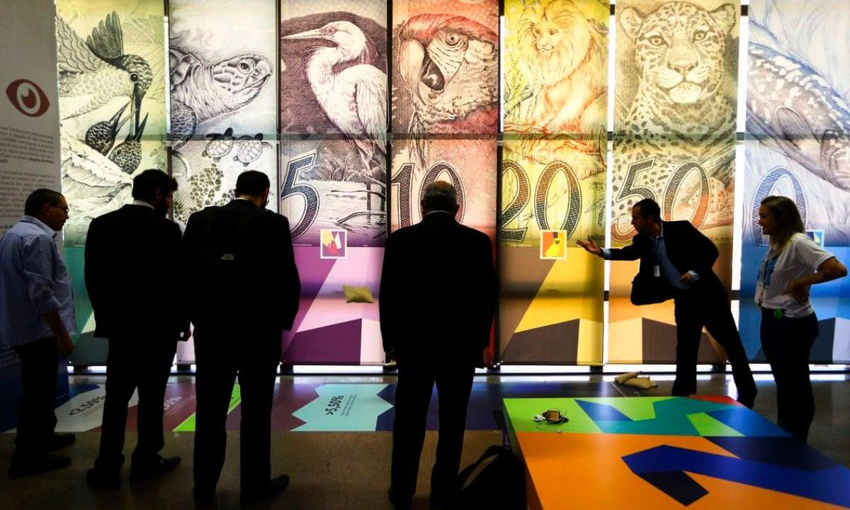 """O Banco Central inaugura a exposição """"Estabilidade Real"""", que celebra os 25 anos do lançamento do Real.  Foto: Marcelo Camargo/Agência Brasil"""