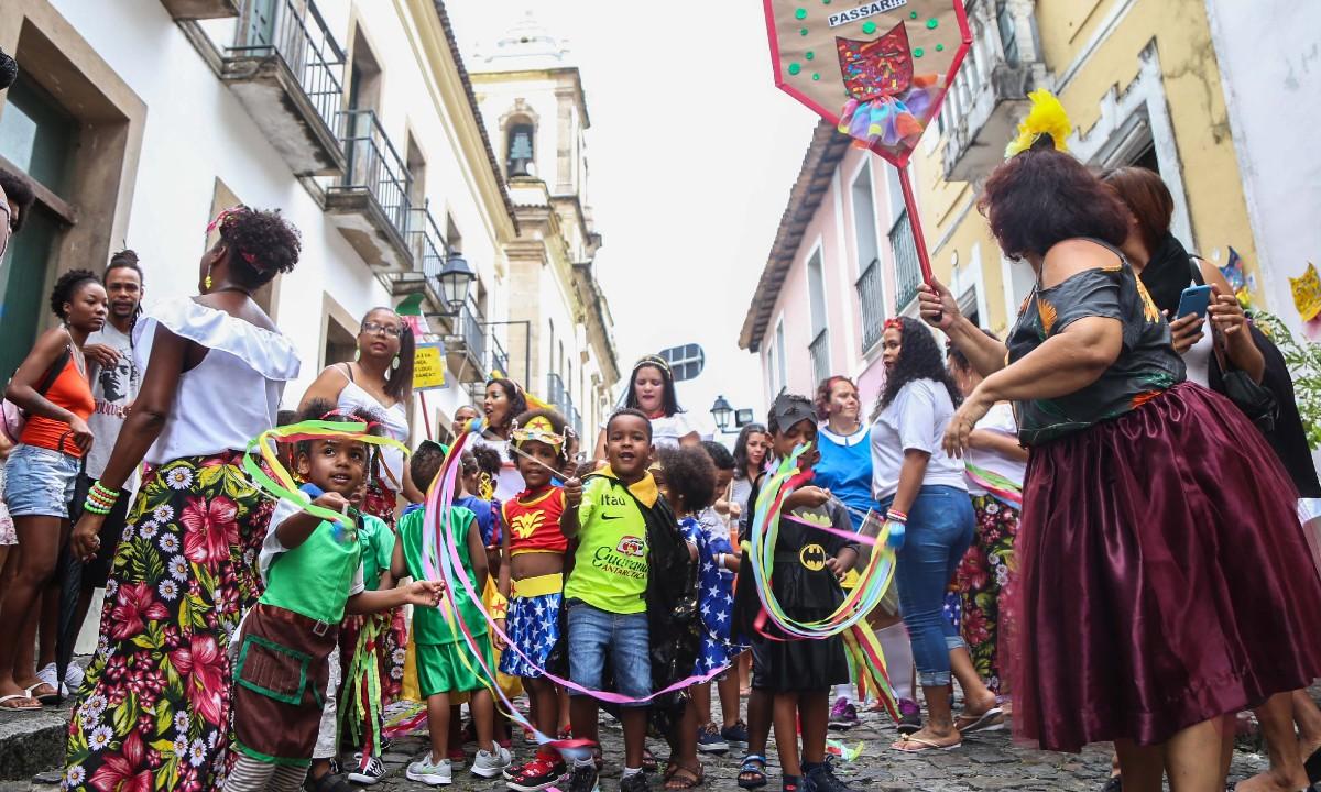 II Lavagem da Escola João Lino fez a alegria das crianças pelas ruas do Pelourinho. Foto: Bruno Concha/Secom