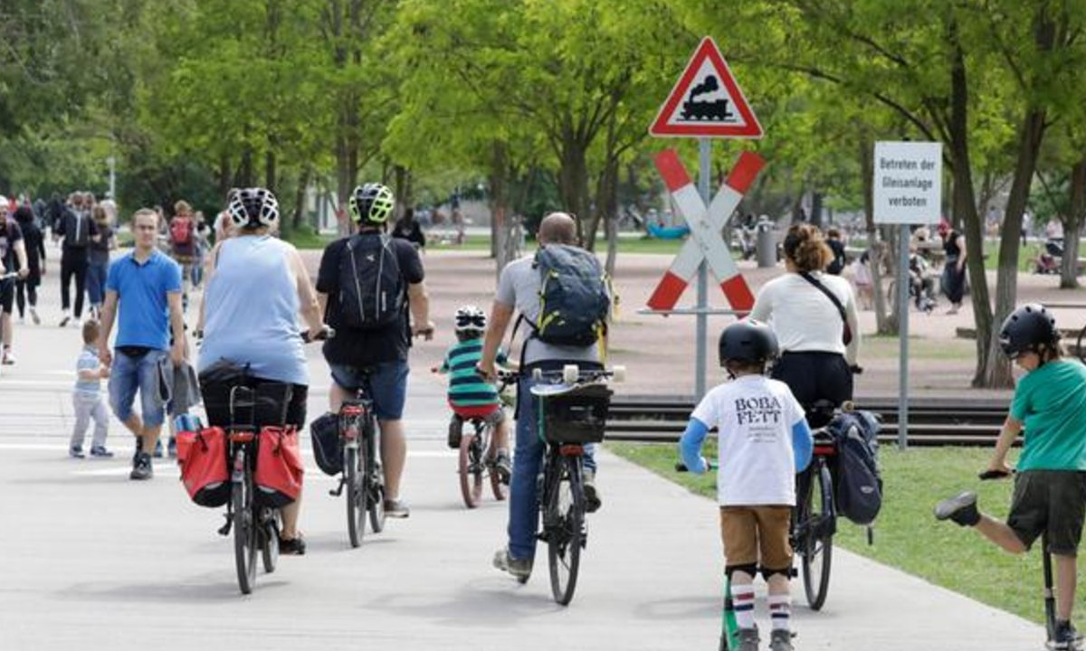 Ciclovias mais largas foram adotadas em Berlim após a pandemia | Foto: DW/J. Schicke