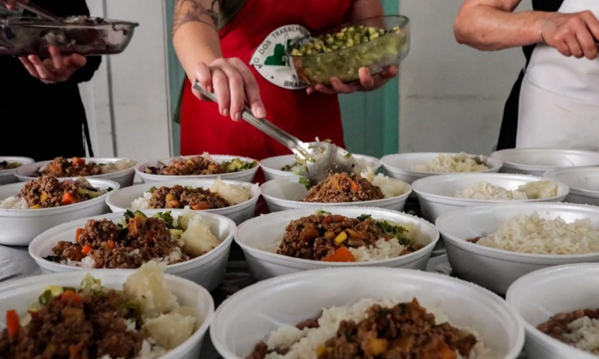 Doação de alimentos feita pelo MST (Foto: Giorgia Prates/MST)