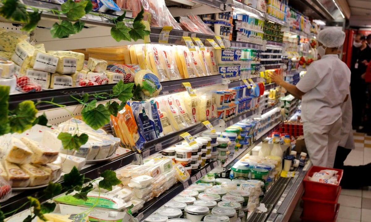 Bolsonaro, apoiadores e alguns 'especialistas' atribuem a inflação de alimentos à 'conta que chegou' por causa das medidas de distanciamento social. Foto: Tânia Rêgo/Agência Brasil