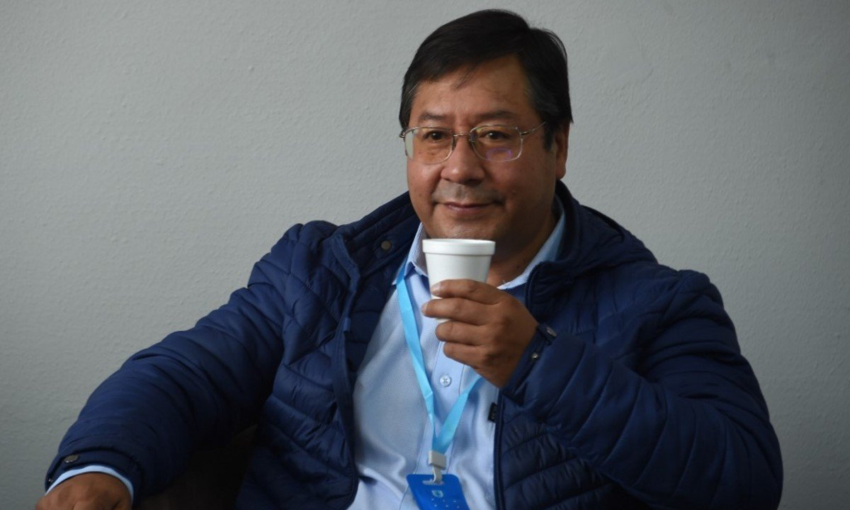 Luis Arce aguarda oficialização do resultado para iniciar a transição. (Foto: Aizar RALDES / AFP)