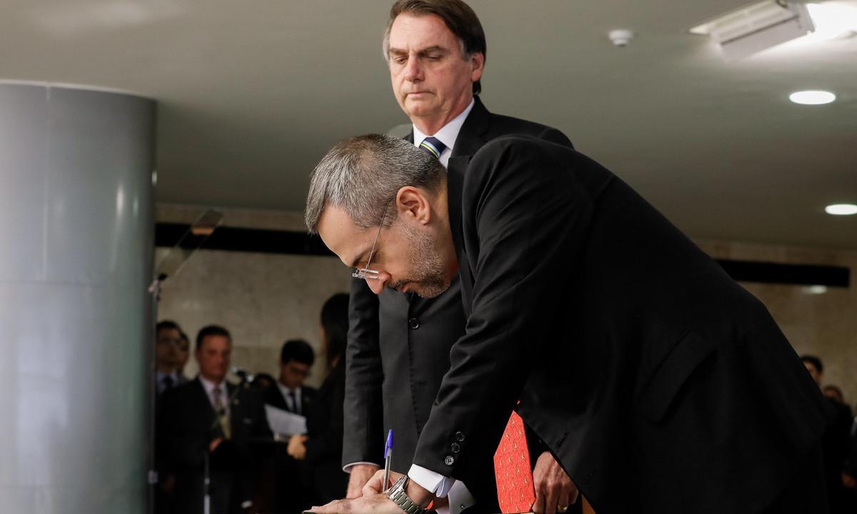 O presidente Jair Bolsonaro e o então ministro da Educação Abraham Weintraub. Foto: Carolina Antunes/PR