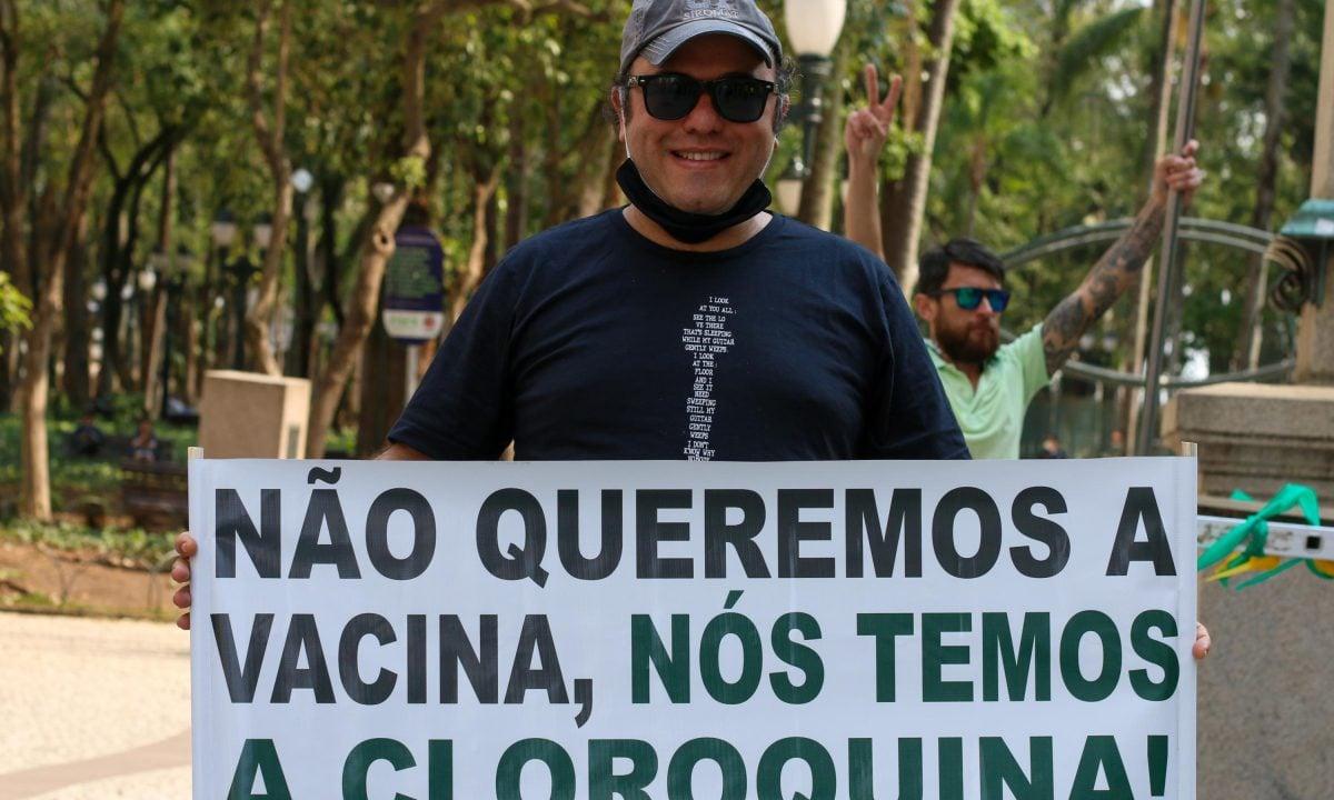 Manifestantes pró- cloroquina e contra a vacina no Dia da Independência em Curitiba (Foto: Eduardo Matysiak/Futura Press)