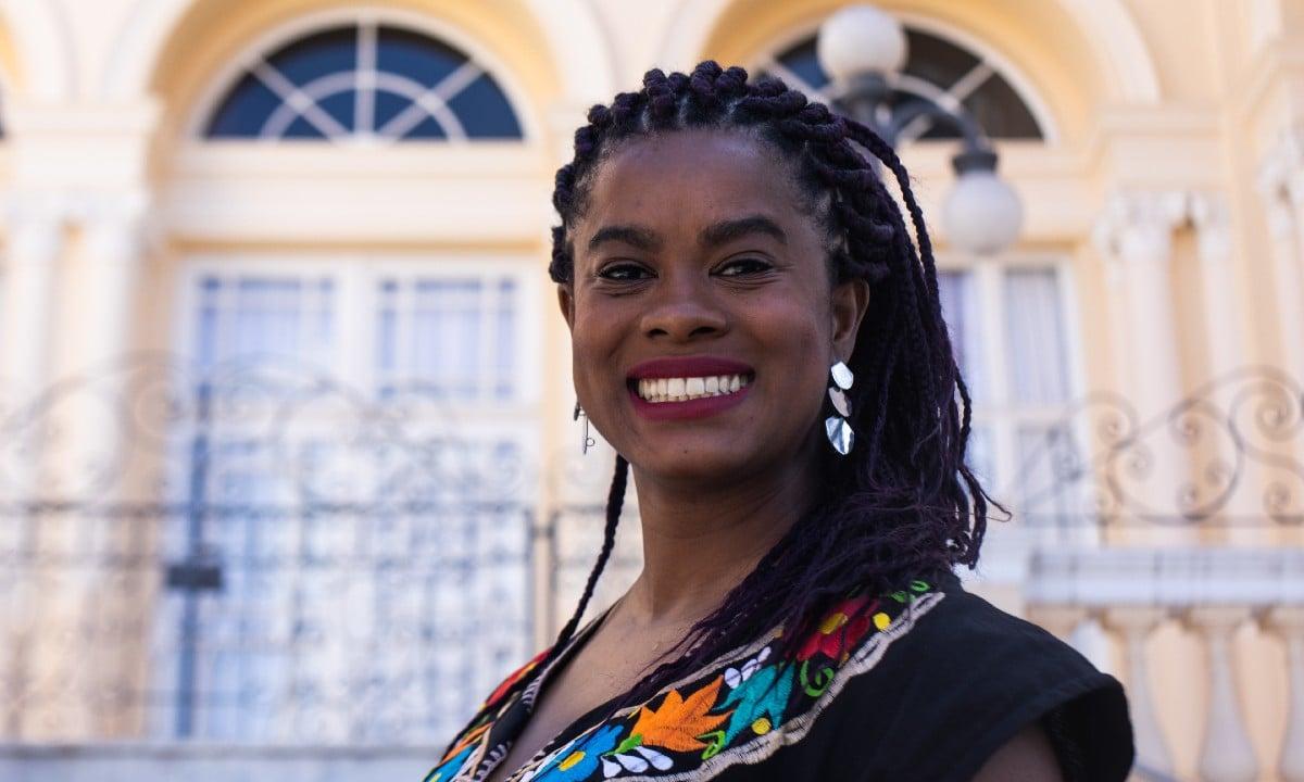 Vereadora eleita de Curitiba, Carol Dartora é a primeira mulher negra a ocupar cargo (Foto: Joka Madruga)