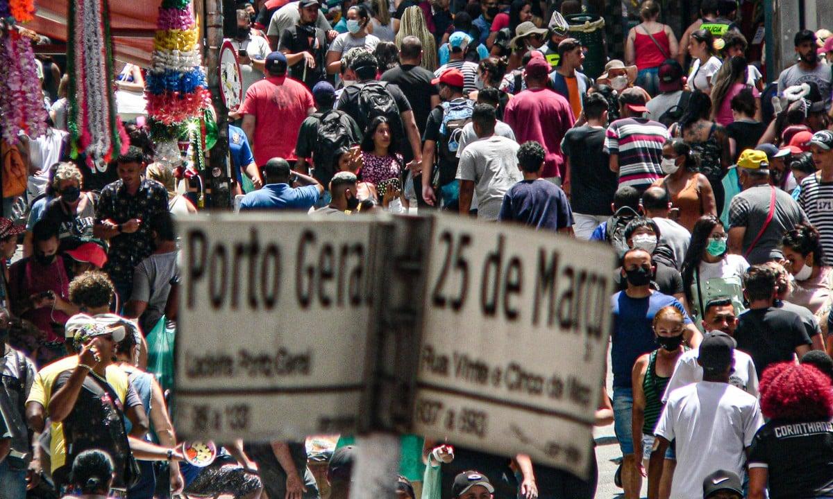 Ladeira Porto Geral esquina com rua 25 de março, maior shopping aberto do mundo, com grande aglomeração de pessoas. (Foto: Paulo Pinto/Fotos Públicas)