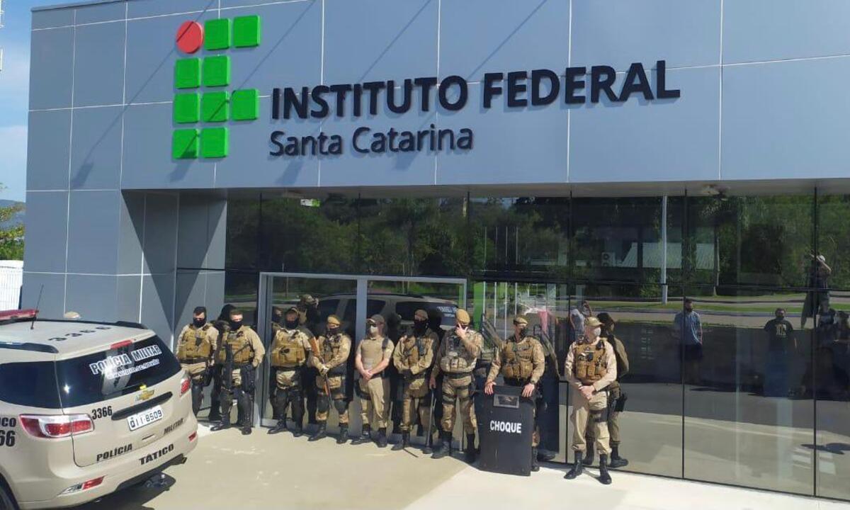 Ato pacífico no IFSC teve presença de policiais militares. Foto: Arquivo pessoal