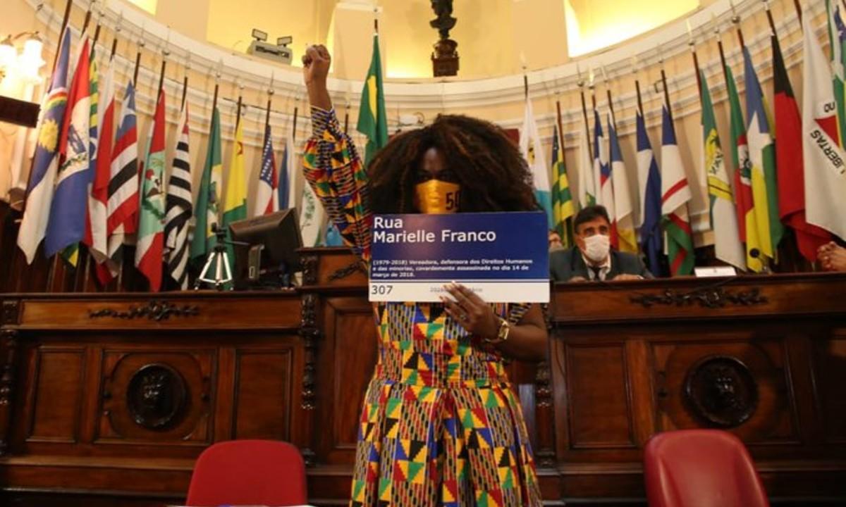 Benny Briolly em sua posse como vereadora de Niterói. Foto: Reprodução