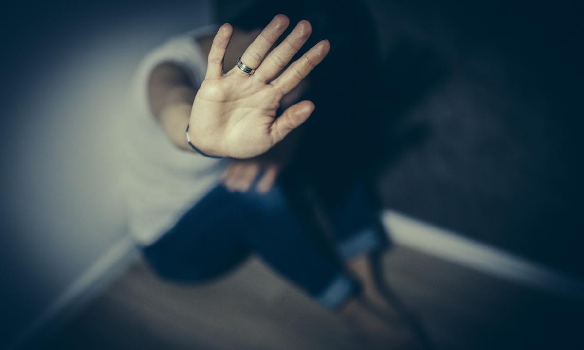 Mulheres violentadas com agrotóxicos: Brasil teve pelo menos 305 casos em dez anos. Foto: South agency/iStock