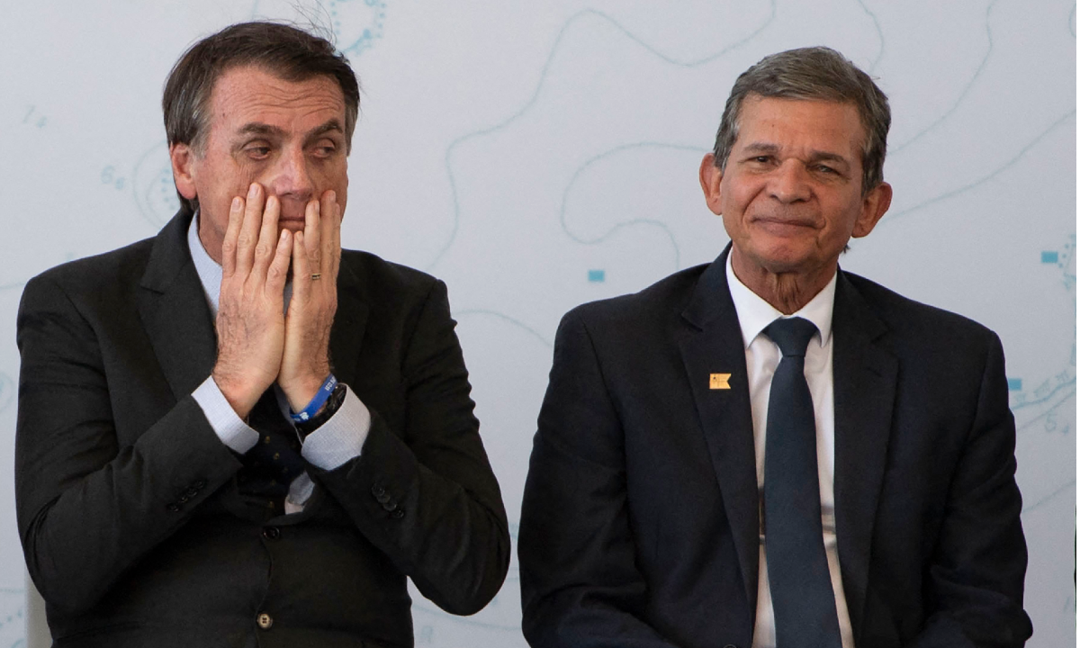 Jair Bolsonaro e o general Silva e Luna. Foto: Mauro PIMENTEL/AFP