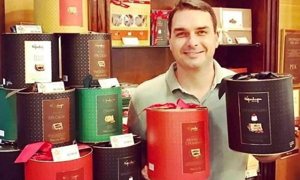 Resultado de imagem para Flávio Bolsonaro e sócio entregam loja de chocolates investigada pelo MP