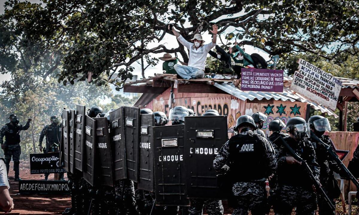 Policiais realizaram operação de demolição de barracos em Brasília. Foto: Scarlett Rocha