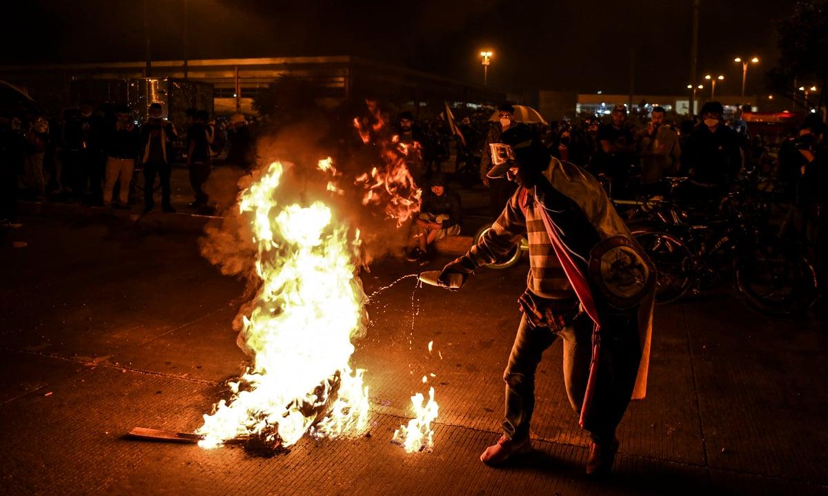 Povo colombiano protesta contra autoritarismo do governo Iván Duque. Foto: Juan Barreto/AFP