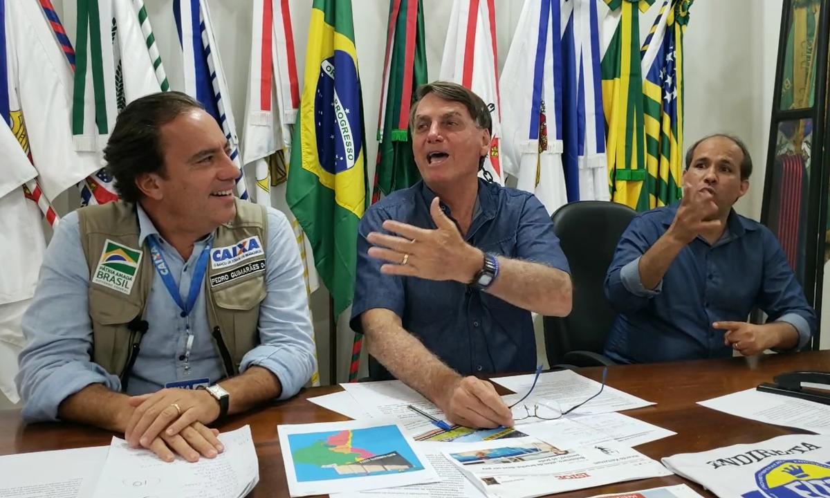 O presidente Jair Bolsonaro, ao lado do presidente da Caixa Econômica Federal, Pedro Guimarães. Foto: Reprodução