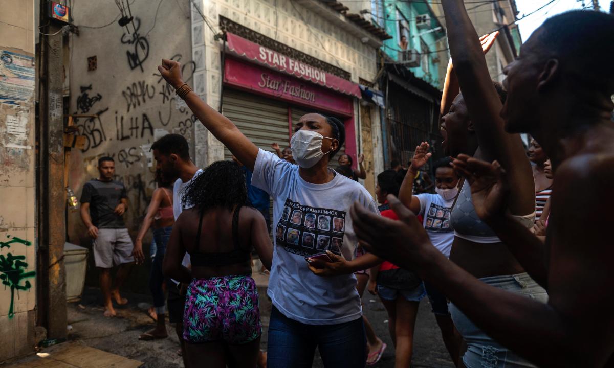Manifestação contra o massacre em Jacarezinho. Foto: MAURO PIMENTEL / AFP