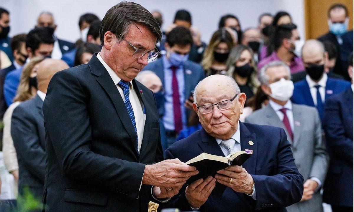 Bolsonaro e José Wellington no culto pelo aniversário do pastor (Foto:  AD-Belém/ Confradesp)
