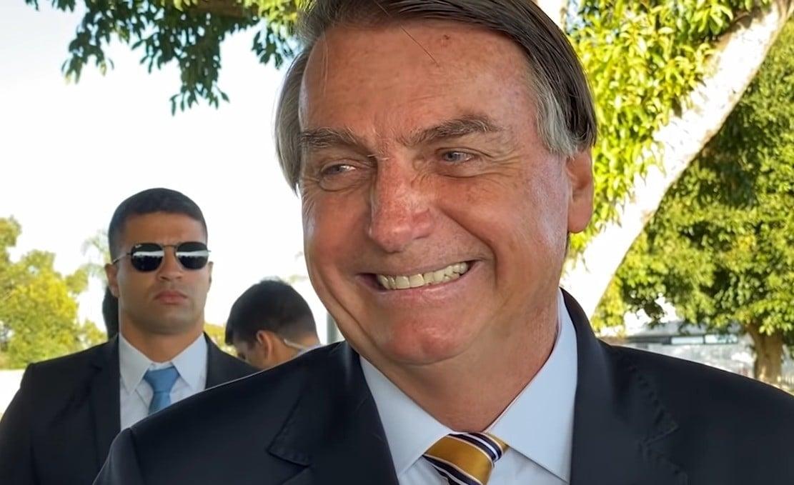 Bolsonaro trabalhou, em média, menos de três horas por dia em junho -  CartaCapital