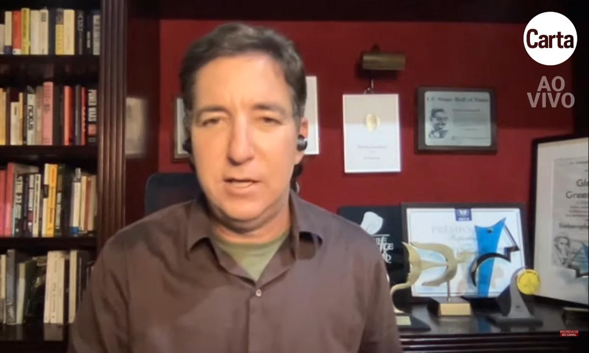 O jornalista Glenn Greenwald comenta periodicamente sobre os principais assuntos do noticiário no canal de CartaCapital no YouTube. Foto: Reprodução
