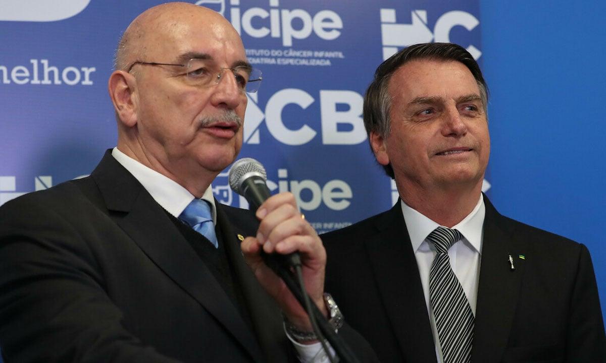 O ex-ministro da Cidadania Osmar Terra e o presidente Jair Bolsonaro, durante evento em 2019. Foto: Marcos Corrêa/PR
