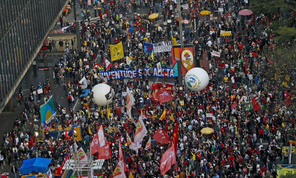 Protestos contra Jair Bolsonaro em São Paulo, no dia 3 de julho (Foto: Miguel SCHINCARIOL / AFP)