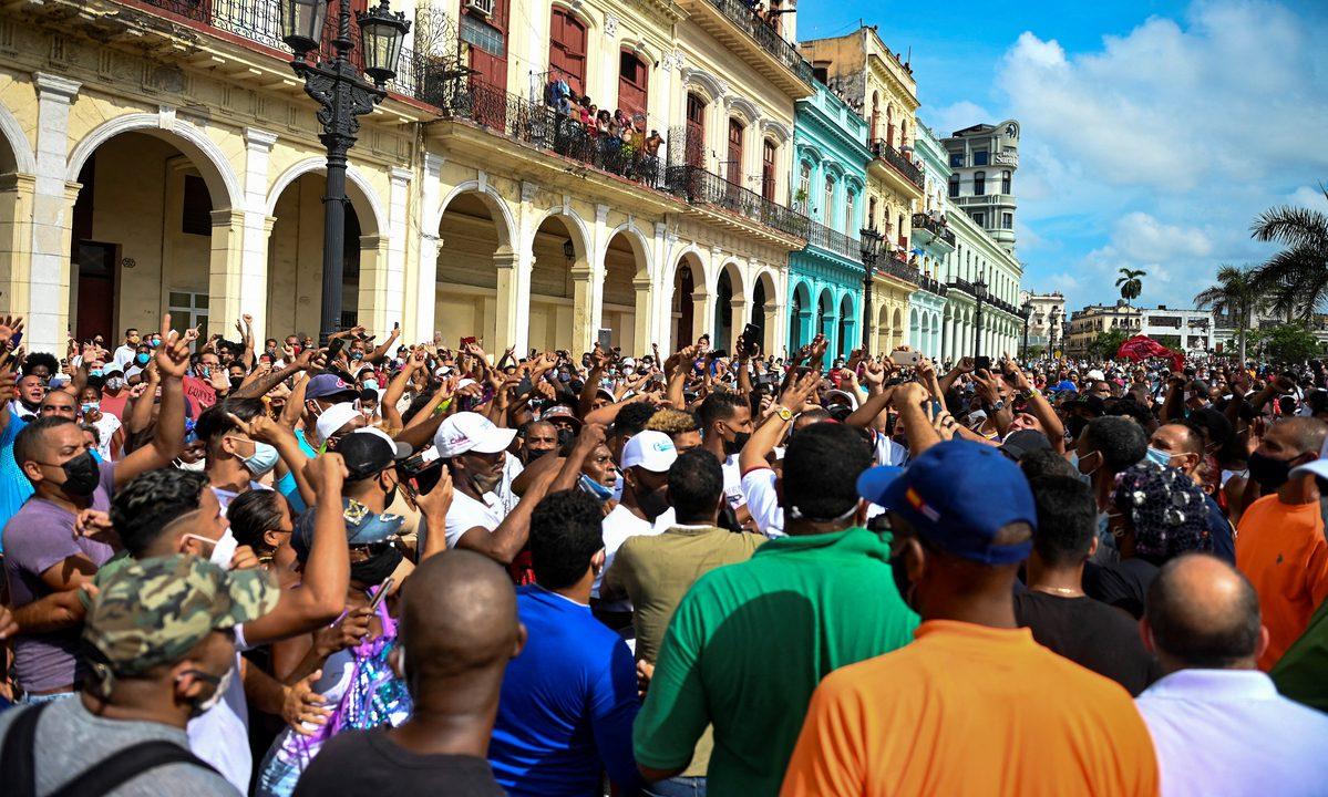 Cuba tem manifestações por 'liberdade' em diferentes localidades. Foto: Yamil Lage/AFP
